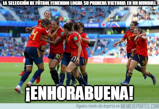 1077529 - La selección española de fútbol femenino logra su primera victoria en un mundial.