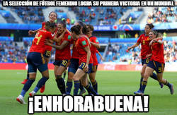 Enlace a La selección española de fútbol femenino logra su primera victoria en un mundial.