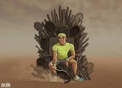 Enlace a El heredero al trono de tierra batida, por @zezocartoons