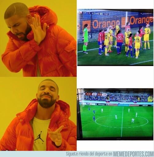 1077840 - ¿Fútbol femenino o un Azerbaiyán-Eslovaquia?