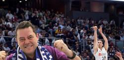 Enlace a Tomás Roncero hace que el Real Madrid de baloncesto se lleve el Clásico tras escribir este mensaje en Twitter
