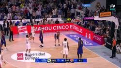 Enlace a VÍDEO: gran triple sobre la bocina con el que Carroll le daba la victoria al Real Madrid en Basketball