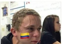 Enlace a Los colombianos durante el partido de anoche
