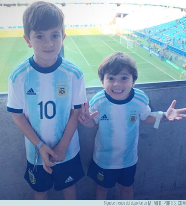 1079215 - ¿Adivina qué hijo de Messi pasa hasta de llevar el dorsal y nombre de su padre?