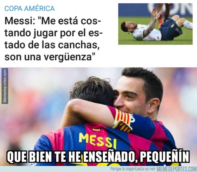 1079545 - Messi aprendió a quejarse del césped del mejor