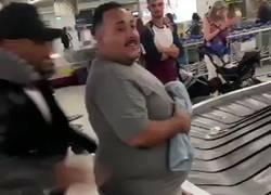 Enlace a Los uruguayos deportando a Luis Suárez