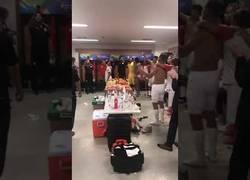 Enlace a Celebración de Perú tras pasar a semifinales (Puro sentimiento)