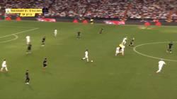 Enlace a El partido de youtubers del Bernabéu nos dejó esta joyita de DjMaRiiO al puro estilo Benzema vs Atleti