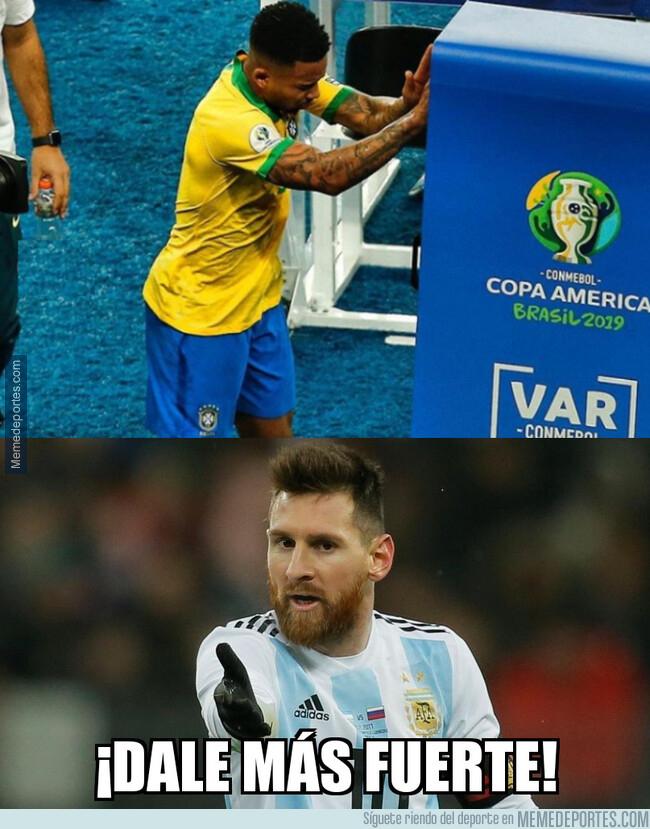 1080504 - Messi hubiese agredido con más fuerza al VAR