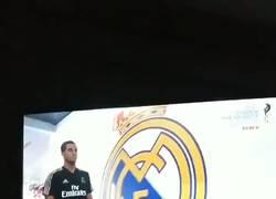 Enlace a Kubo haciéndole al reverencia al mejor jugador del Real Madrid al verle