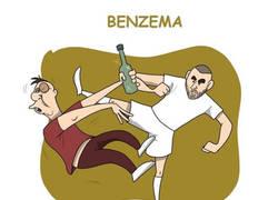 Enlace a El #BottleCapChallenge de los futbolistas, por @zezocartoons