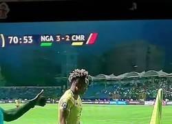 Enlace a Este árbitro de la Copa África parece que esta haciendo haka neozelandés