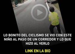 Enlace a Lo bonito del ciclismo se vio con este niño al paso de un corredor y lo que hizo al verlo