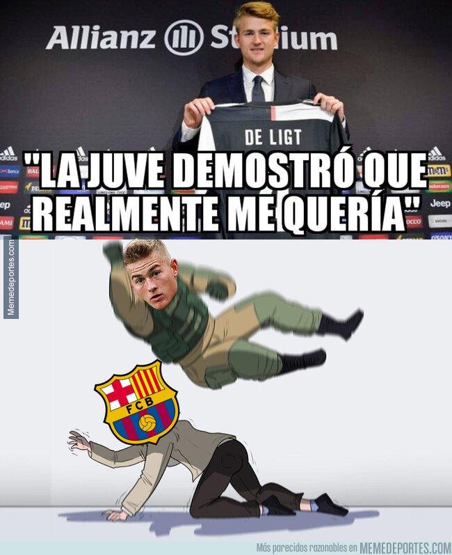 1081532 - De Ligt le lanza un dardo al Barça en su presentación