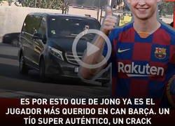 Enlace a Es por esto que De Jong ya es el jugador más querido en Can Barça. Un tío super auténtico, un crack