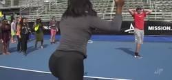 Enlace a Hombres retaron a Serena Williams de que podían ganarle un punto. Pasaron el ridículo de sus vidas