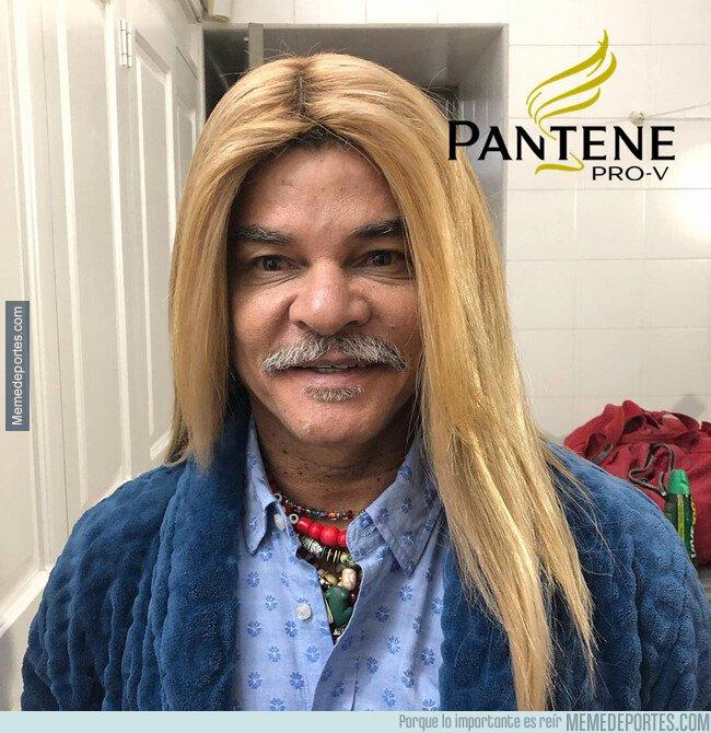 1081697 - El pibe se alisó el pelo y parece como si se hubiese fusionado con Shakira
