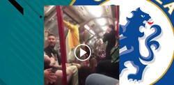 Enlace a Brutal: lanzan a este aficionado del Chelsea fuera del metro a lo loco por cantar dentro a toda voz