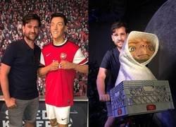 Enlace a ¿Alguien sabe por qué hay dos Öziles en este Museo de cera? Por @442oons