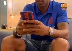 Enlace a En el vídeo de presentación de Junior Firpo, está twitteando... en modo avión