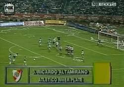 Enlace a Hoy hace 24 años Higuita se convirtió en el primer portero en la historia de la libertadores en marcar de tiro libre