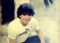 Enlace a A Maradona ya le gustaban los pollos de bien joven