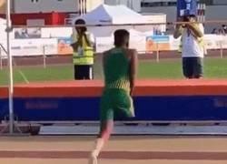 Enlace a Cero excusas. Increíble salto de metro ochenta de este deportista sin una pierna
