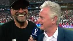 Enlace a Klopp imitando a Rocky y gritando 'ADRIAN'. Una de las ventajas de que ganara el Liverpool