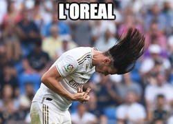 Enlace a Lo que oculta Bale bajo su melena