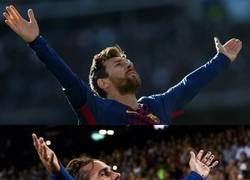 Enlace a Le ha venido bien sentarse en la misma mesa que Messi
