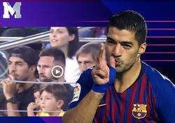 Enlace a Mateo Messi es troleado por Luis Suárez después de celebrar un gol en la grada del Barça que no era