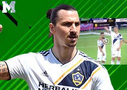 Enlace a Zlatan empuja a un compañero que no cubría a un rival en un tiro libre