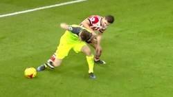 Enlace a El Vidic contemporaneo. Milner empujando la pelota con los labios para no perderla