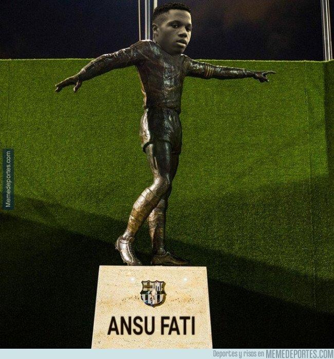 1084722 - La estatua que cualquier culé de bien quisiera en el Camp Nou