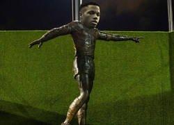 Enlace a La estatua que cualquier culé de bien quisiera en el Camp Nou