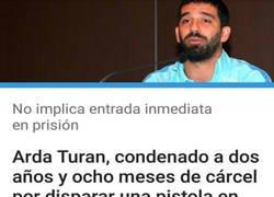 Enlace a Arda Turan va de movida en movida