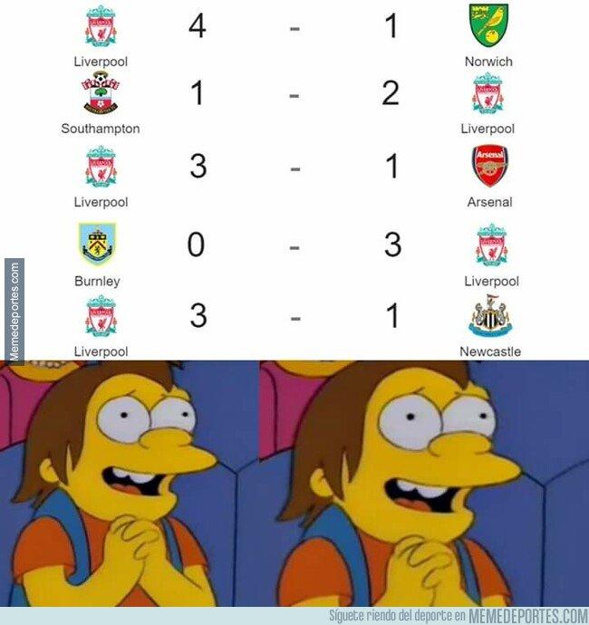 1085733 - Los hinchas del Liverpool viendo su arranque de temporada