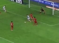 Enlace a Eran Zahavi del Guangzhou chino marcó esta espectacular rabona completamente limpia.