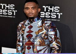 Enlace a El atrevido look de Eto'o en la gala de The Best