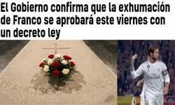 Enlace a Ramos exhumando a Franco