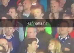 Enlace a Un pequeño problema a la hora de aplaudir en un estadio