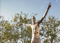 Enlace a La impresionante estatua que le hicieron a Ibrahimovic en Malmö