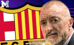 Enlace a El duro mensaje de Arturo Pérez-Reverte contra el Barça tras retirarle las medallas a Franco