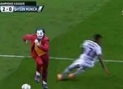 Enlace a Como olvidar cuando el Joker le rompió la cintura a Boateng