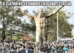 Enlace a La estatua de Zlatan conoció a su 'yo' de carne y hueso
