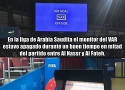 Enlace a El insólito caso del monitor del VAR apagado en la liga saudí