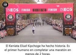 Enlace a 1:59:40. La histórica hazaña de Eliud Kipchoge