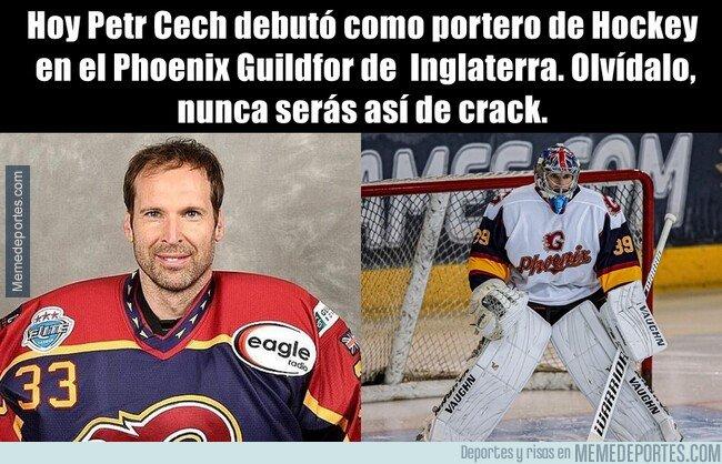 1088385 - Cech debutó como jugador de Hockey profesional