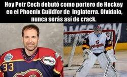 Enlace a Cech debutó como jugador de Hockey profesional