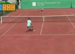 Enlace a Benjamín Privara es eslovaco, tiene 15 años, y en un torneo en Varsovia produjo una jugada pocas veces vista.
